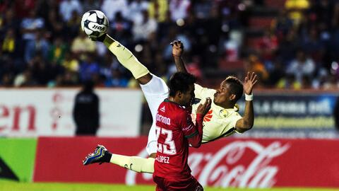 Arroyo hace un espectacular golazo de tijera ante Mineros