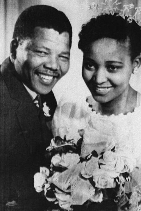 1943: Mandela se une al Congreso Nacional Africano (CNA), partido que se...