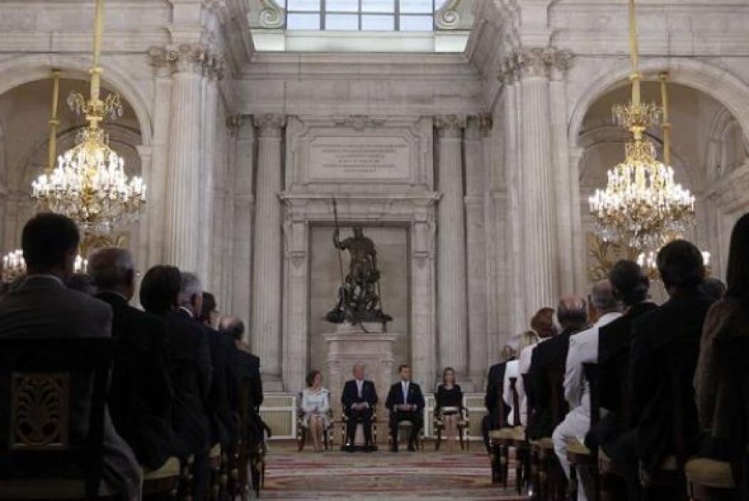 Los Reyes, don Juan Carlos y doña Sofía, junto a los Príncipes de Asturi...