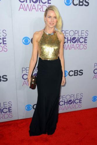 El modelito que llevó Naomi Watts a los People's Choice Awards nos dejó...