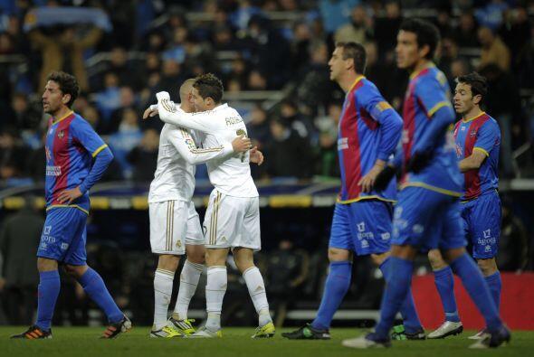 Triunfo final de 4-2 en favor del Real Madrid, que con esto saca 10 unid...