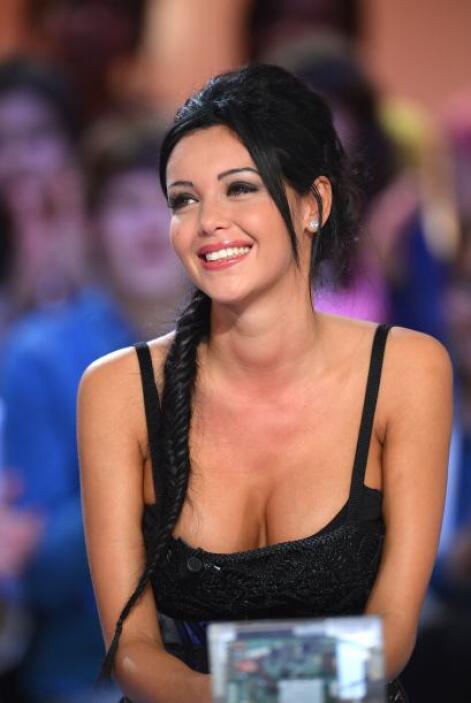 Disfruta de sus imágenes más sexys y compárala con la guapísima Kim. Mir...