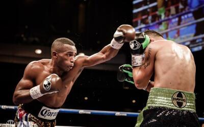 Erislandy Lara dominó con su boxeo a Martirosyan.