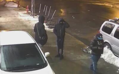 Policía busca a tres adolescentes armados que robaron un negocio en El B...