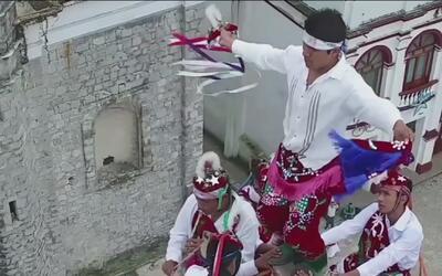 Escuela muy peculiar en México enseña a los niños a practicar un ritual...