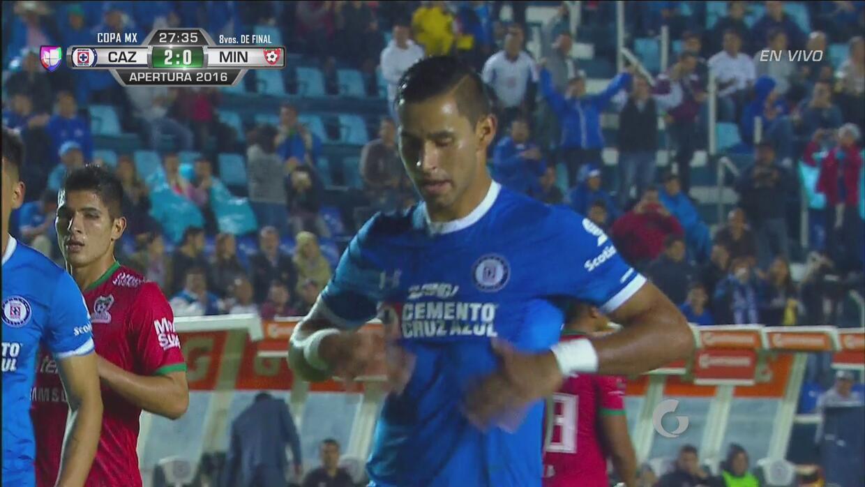 Benítez hizo el segundo de Cruz Azul desde el manchón penal