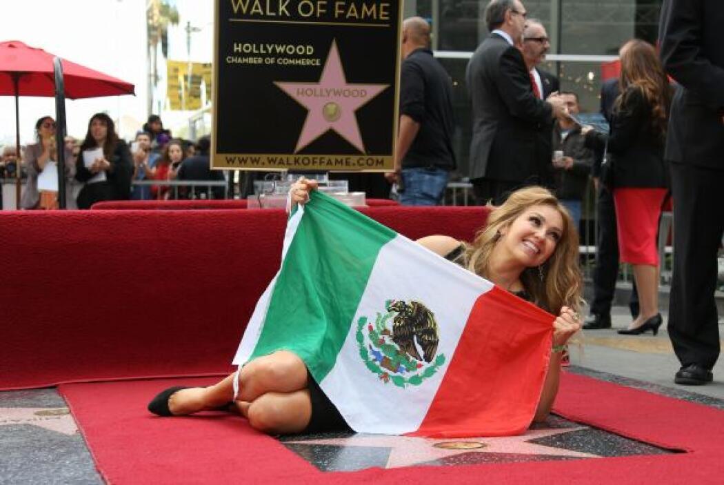 La actriz y cantante develó su estrella el pasado jueves.