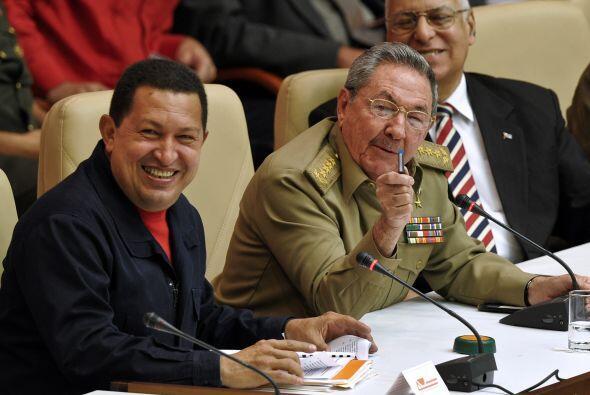 """El ex gobernante cubano felicitó a Chávez por """"las c&..."""