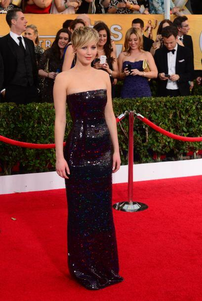 Enfundada en un precioso vestido de Dior, el cual remarcó de manera deli...