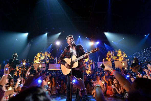El escenario quedo chico ante la gran figura del cantante español.