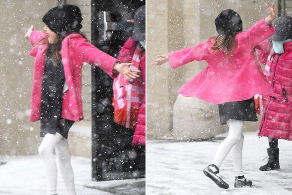A la chica no le importa el frío. Más videos de Chismes aq...