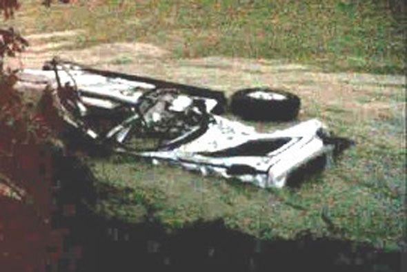 Así quedó, convertido en chatarra, el auto donde viajaba el Gobernador W...