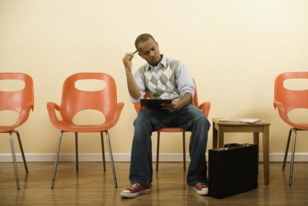 9-¿Qué puede hacer una persona que pierda su trabajo y seguro médico des...