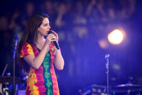 16. Lana Del Rey; 256,465 dólares; 46.91 dólares.