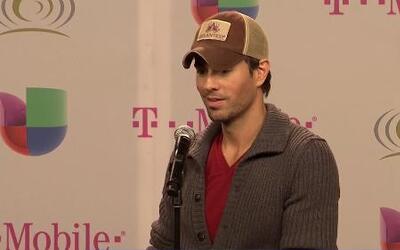 Enrique Iglesias hizo reír a la prensa de Premio lo Nuestro