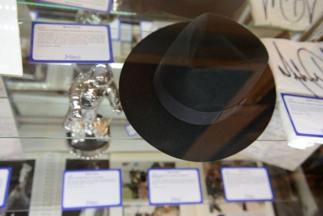 Y siguiendo por la línea de los sombreros está el usado por Michael Jack...