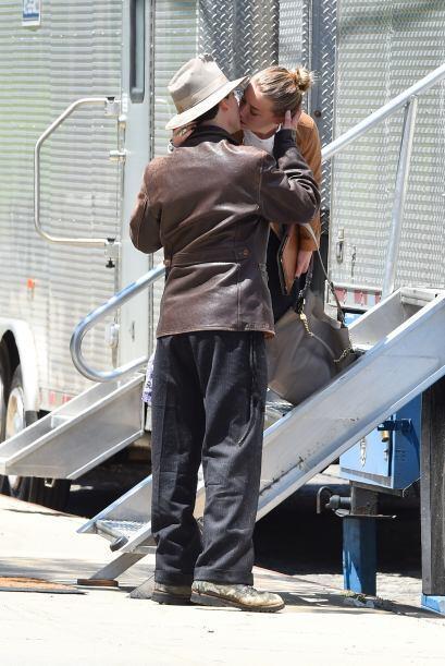 Depp parecía que no quería soltar a su amada.Mira aqu&iacu...