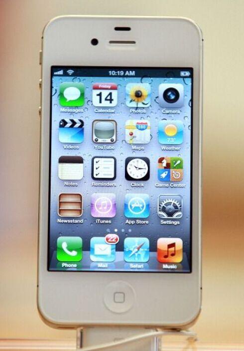 El nuevo iPhone 4Gs salió a la venta en octubre 2011 y contó con un rápi...