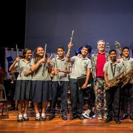 Miguel Bosé convivió con estudiantes de música.