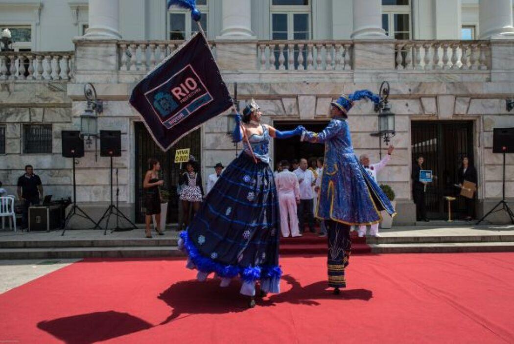 En Río de Janeiro a fiesta se centra en los espectaculares desfiles de l...