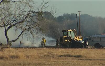 Reportan un voraz incendio al sur del condado de Bexar