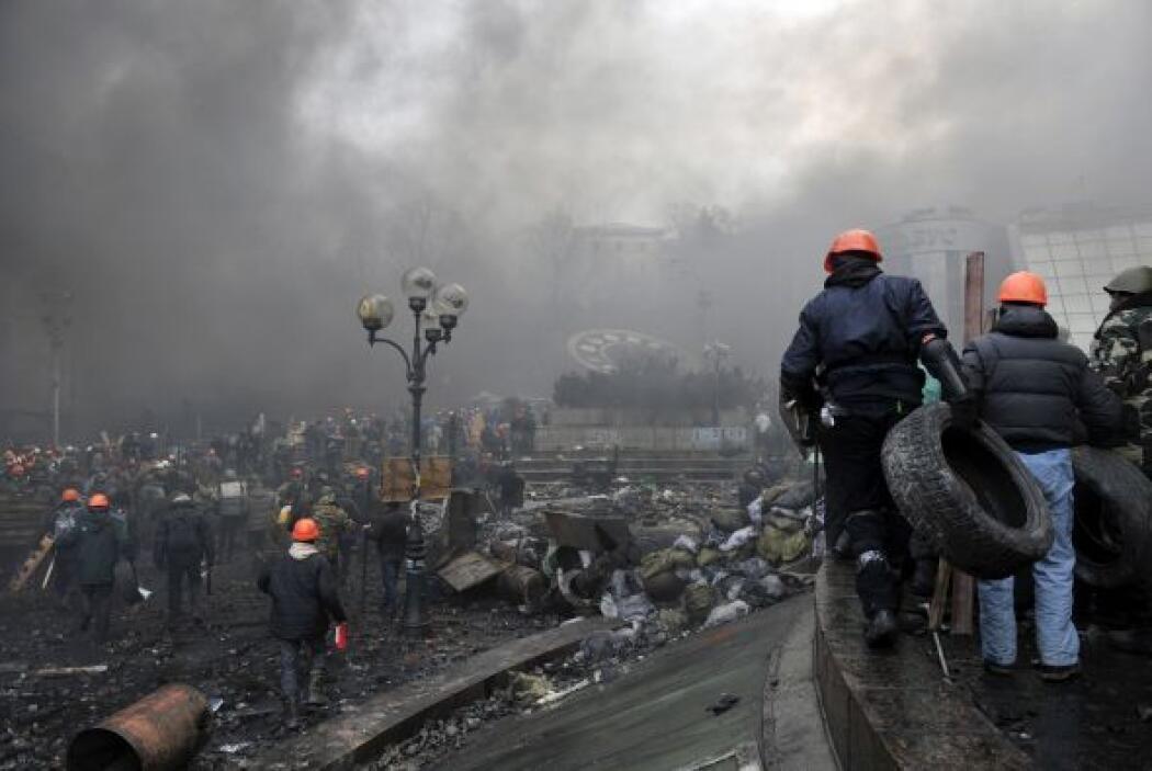 La violencia comenzó cuando los manifestantes atacaron las líneas polici...