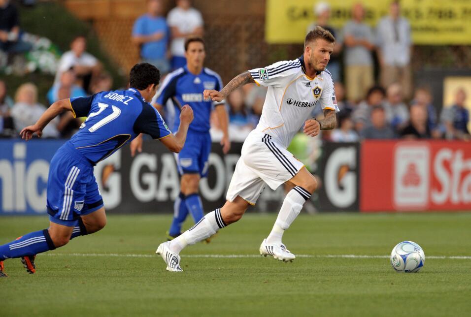 En 2009 Beckham empezó a utilizar el pelo más largo pero prolijamente pe...