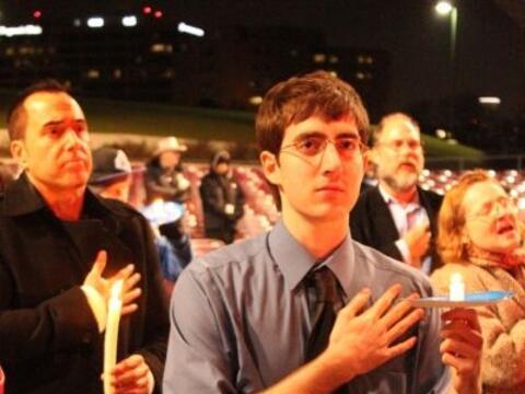 Estudiantes y familias de   Houston realizaron una vigilia por la salud...