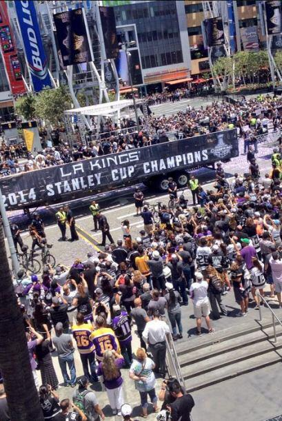 Miles se congregaron en alrededor de una milla en el centro de Los Ángel...