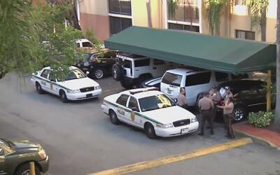 Señalan a un hombre hispano por el asesinato de una mujer en Fontainebleau