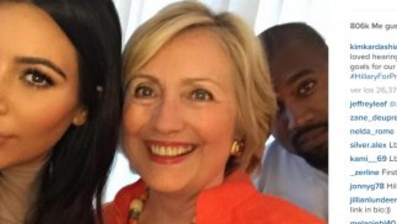 Selfie de Kim Kardashian y Hillary Clinton, con Kanye West al fondo (Ins...