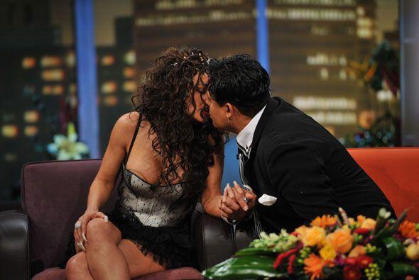 Eduardo Antonio dijo que no contestaría esa pregunta y prefirió besar a...