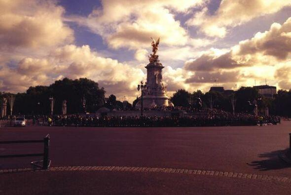 La Flaca también visitó el Palacio de Buckingham.