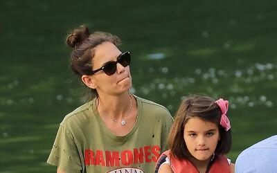 Katie Holmes y Suri Cruise disfrutan un día en Central Park.