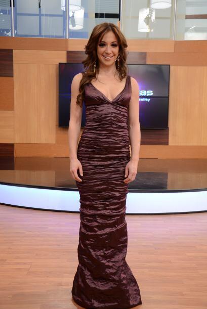 Laura brilla en este vestido de Nicole Miller. Laura es pura ¡Candela!