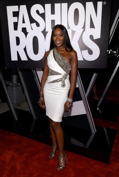 Tremenda belleza es Naomi Campbell, quien a pesar de los años, si...