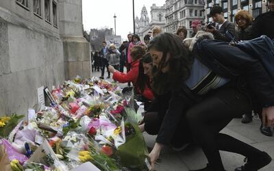 Miles de personas rindieron tributo a las víctimas del atentado en Londres