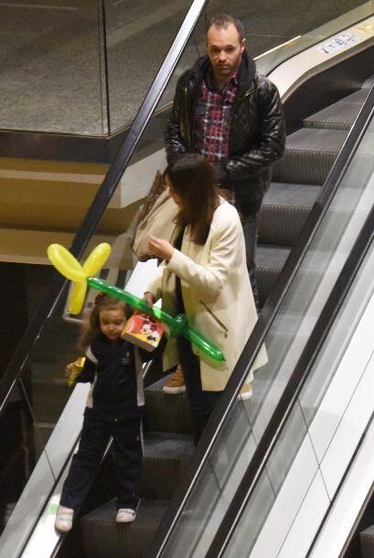 Llevaron a su nena, quien salió con su cajita de dulces - también de Mic...