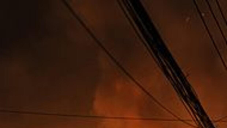 Incendio en la capital de Bangladesh dejó al menos 116 muertos 89503f4e0...
