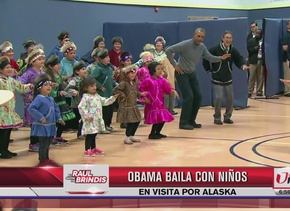 Obama baila con niños en Alaska