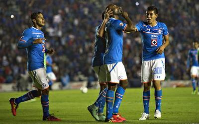 Cruz Azul 3-0 F.C. Bravos: La Máquina amansa a los Bravos y avanza a sem...
