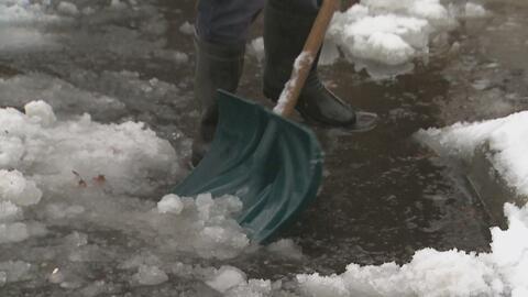Habitantes de Manhattan y Nueva Jersey tuvieron que quitar la nieve con...