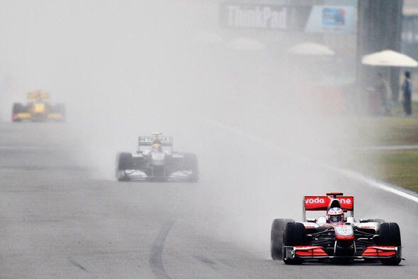 Button tuvo un duro duelo con la lluvia mucho más intenso que con...