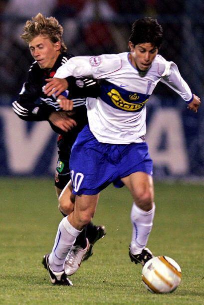 Su carrera la empezó en Tigre de Argentina, luego pasó a River Plate, Ro...