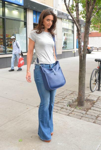 Katie Holmes, sencilla pero siempre 'chic'. ¡Las maxi bolsas están en te...