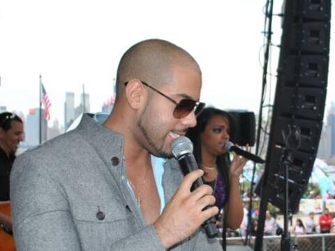 El ritmo de La Bachata fue presentado por el dúo Carlos y Alejandra.