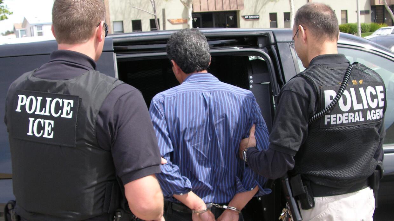 """Inmigrante detenido por ICE en operación """"Return to Sender&q..."""