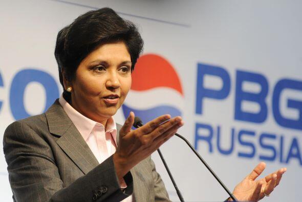 Otra mujer que sobresale en el ámbito empresarial es Indra Nooyi, presid...