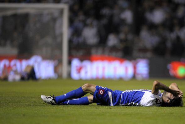 Otra triste imagen del abatido Deportivo de La Coruña con los &aa...