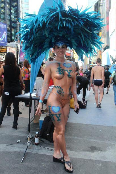 I love NY, dicen el cuerpo semidesnudo de esta voluptuosa mujer que part...